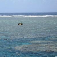 Blick über's Riff zur Riffkante und zum dunkelblauen Tiefwasser, Oktober 2006