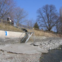 Hier ist ganz deutlich der niedrige Wasserstand zu sehen, März 2006