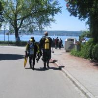 Alex und Holger auf dem Weg zum Wasser, Mai 2005