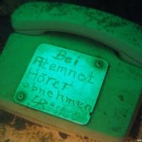 Der Text leuchtet im Dunkeln, März 2006