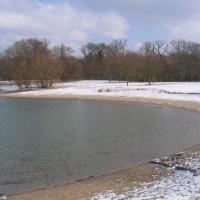 Die Liegewiese mit neuem Schnee bedeckt, März 2006