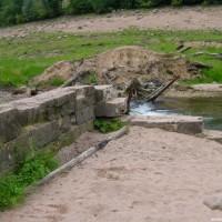 Mauerreste unterhalb des 2. Parkplatzes, August 2002