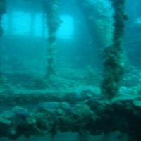 Blick quer durch\'s obere Deck mit Blick auf\'s darunterliegende Deck, September 2005